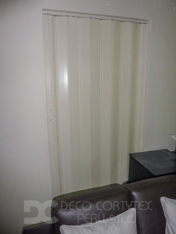 Puertas plegables 02 - Puerta PVC color Blanco humo