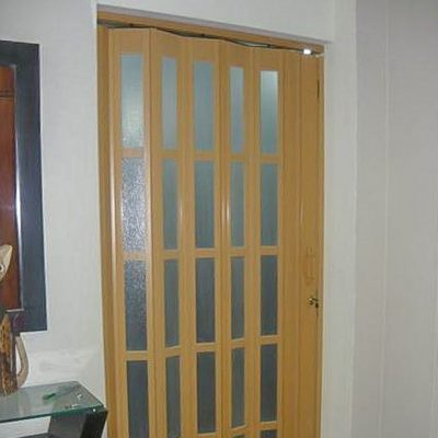 Puertas plegables 03 - Puerta PVC color cedro